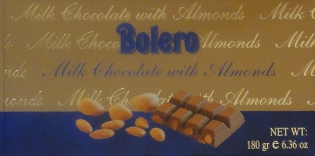 Bolero milk chocolate with almonds 1_cr